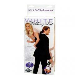 Ένα ερωτικό σετ σsextoys σε λευκό χρώμα για νεόνυμφους